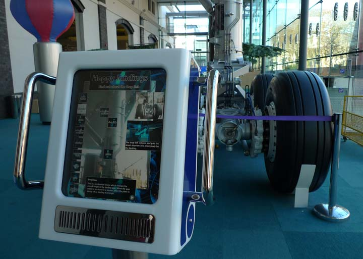 landing gear augmented reality exhibit.jpg